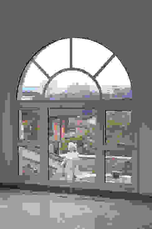 Tangará Esquadrias de Alumínio Modern windows & doors Aluminium/Zinc White