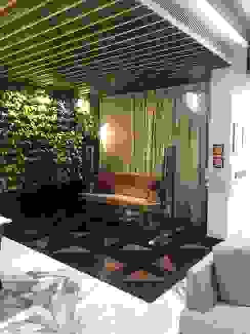Sitting area int he corridor:  Corridor & hallway by Obaku Design,