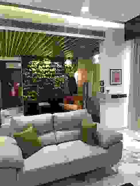 Living room Layout:  Living room by Obaku Design,