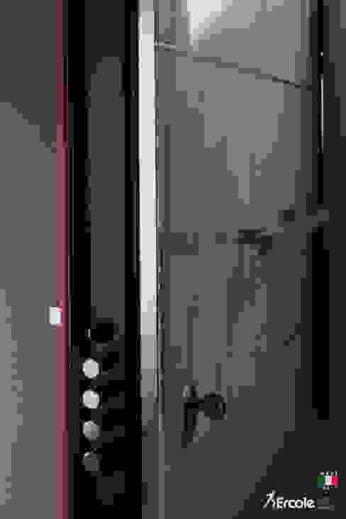Dettaglio dei chiavistelli Ercole Srl Porte d'ingresso Pietra