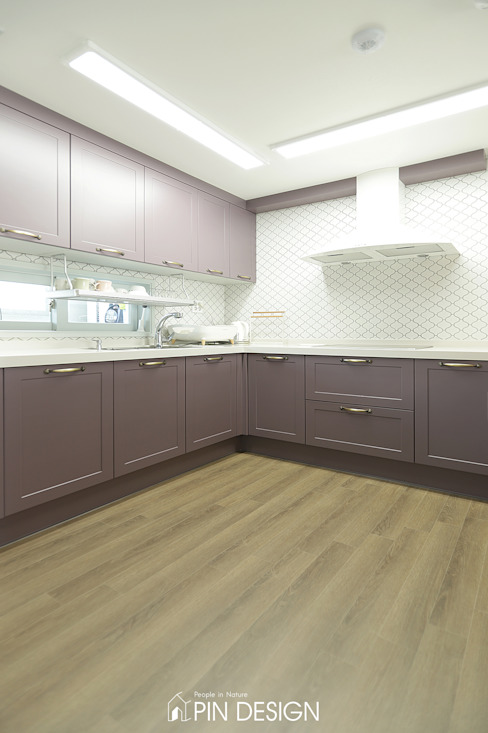 Classic style kitchen by 핀디자인(PIN:D) Classic