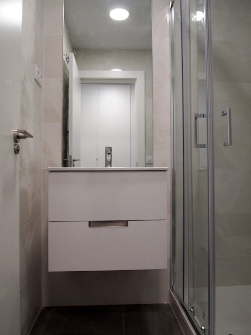 Modern style bathrooms by Reformmia Modern