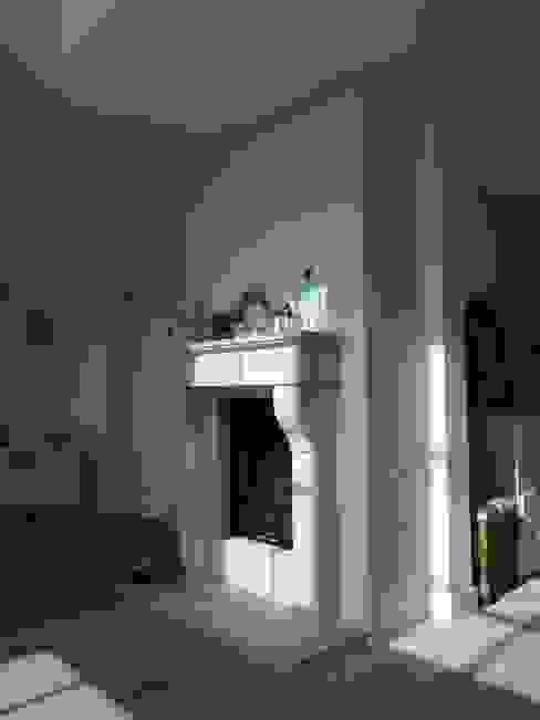 S2-Holzhaus im amerikanischen Stil - das Kaminzimmer Klassische Wohnzimmer von homify Klassisch Holz Holznachbildung