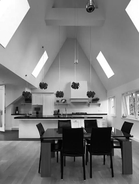 Classic style dining room by Dineke Dijk Architecten Classic