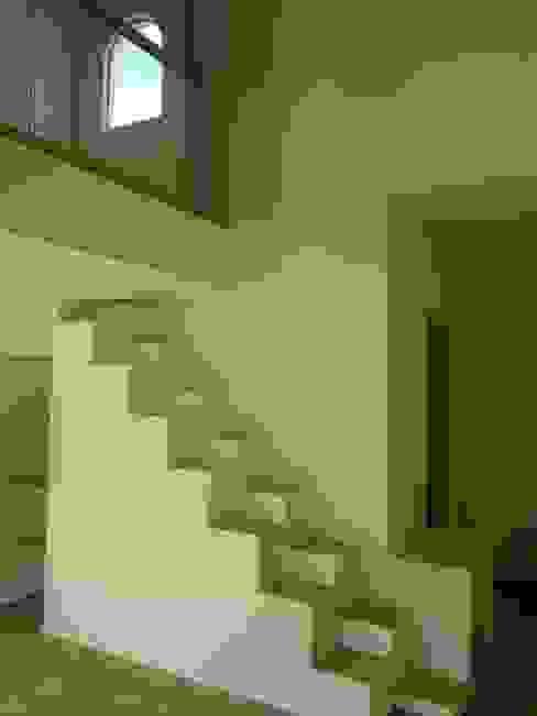 CASA BRITANIA Eclipse Arquitectos Escaleras Blanco