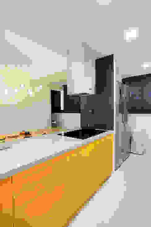 Modern kitchen by 콜라사이다디자인 Modern