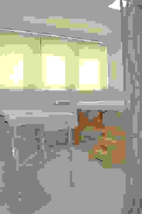 Espaço massagem: Clínicas  por Arquit&thai,Moderno Madeira Efeito de madeira