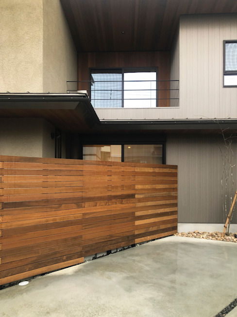 There is の yuukistyle 友紀建築工房 モダン