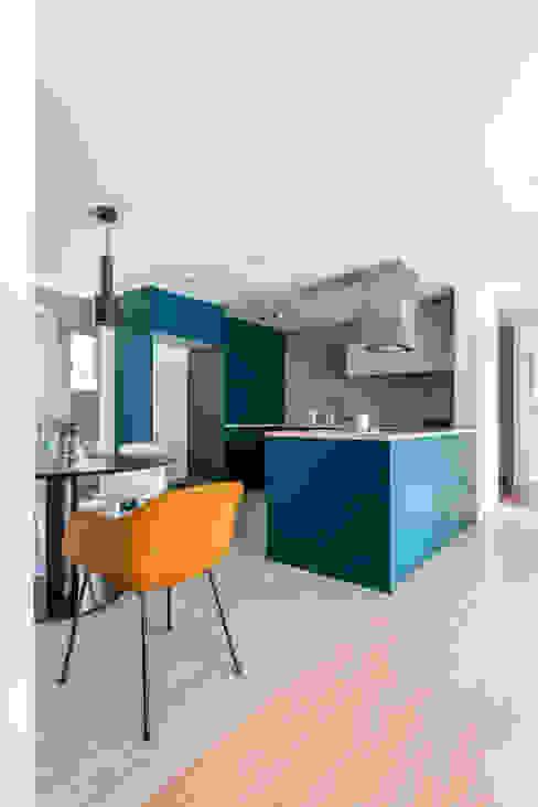Modern kitchen by 아파트멘터리 Modern