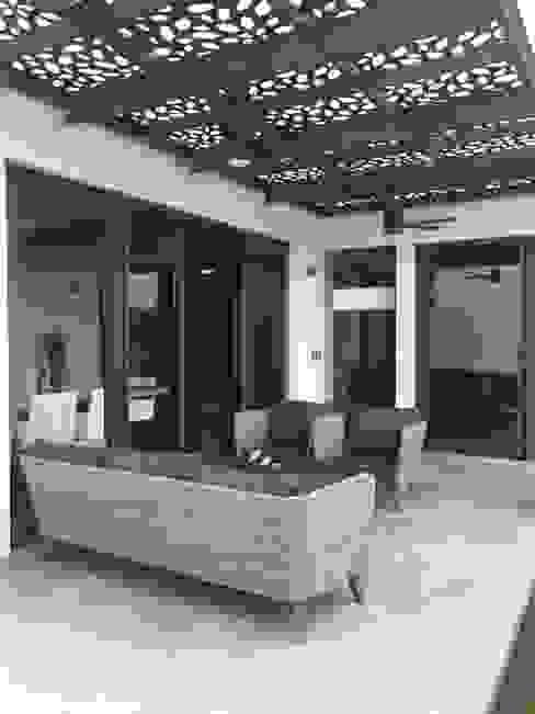 San Luis 59 La Primavera Balcones y terrazas modernos de MB Taller de arquitectura Moderno