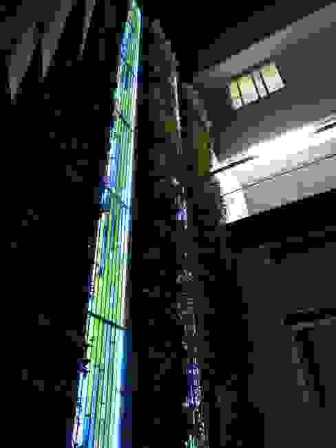MATRIX  de noche: Terrazas de estilo  por MKVidrio,