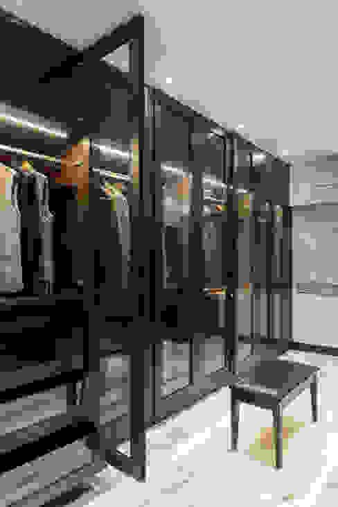 WALK IN WARDROBE Modern dressing room by VCJ DESIGNS Modern