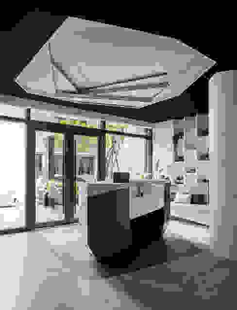 幾何天花:  辦公空間與店舖 by 漢玥室內設計