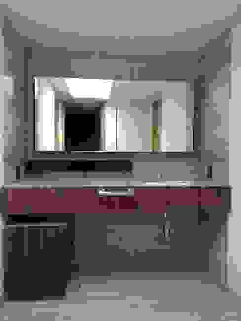 LAVAMANOS SECUNDARIO: Baños de estilo  por AMID, Moderno