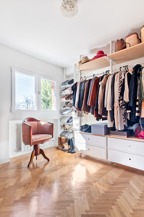 Modern dressing room by Arquigestiona Reformas S.L. Modern