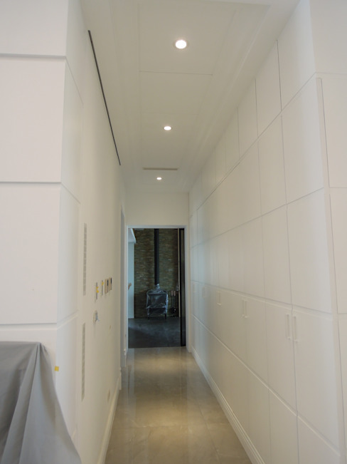 Corridor & hallway by houseda, Country Plywood