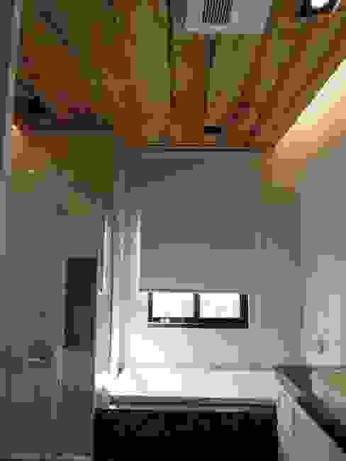 主臥衛浴 Country style bathroom by houseda Country Tiles
