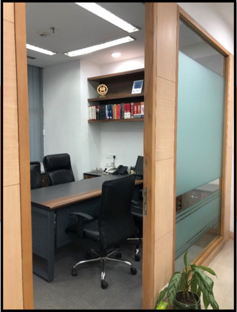 Chairperson's Cabin:  Offices & stores by Ecoinch Services Private Limited,Modern