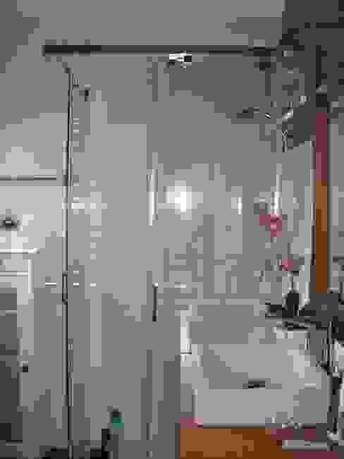Reforma de un baño pequeño en Madrid Baños de estilo moderno de Almudena Madrid Interiorismo, diseño y decoración de interiores Moderno