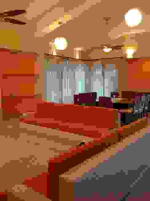 ESTANCIA ANA MARIA CUEVAS MORENO Salones modernos Concreto Naranja