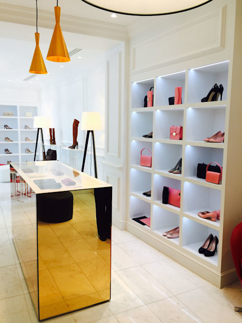 MOSTRADOR CRISTAL DORADO Oficinas y tiendas de estilo minimalista de VURPURA INSTALACIONES COMERCIALES Minimalista