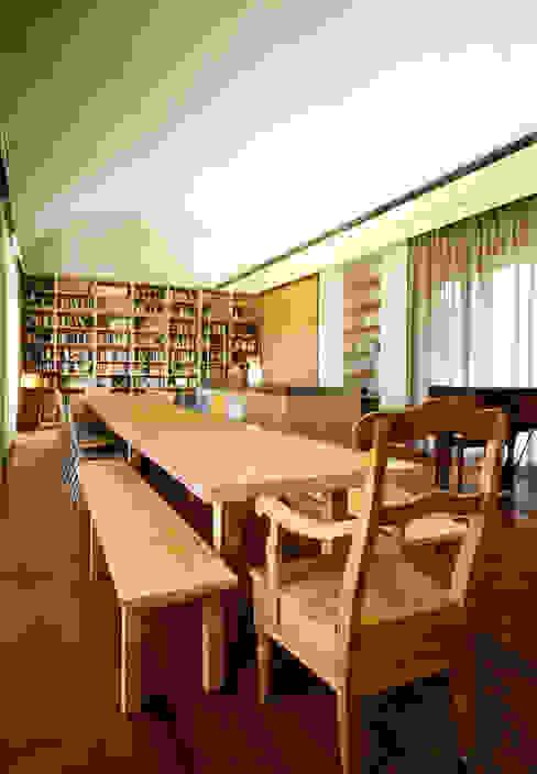 C HOUSE ( 경기도 용인시 전원주택) 모던스타일 거실 by M's plan 엠스플랜 모던