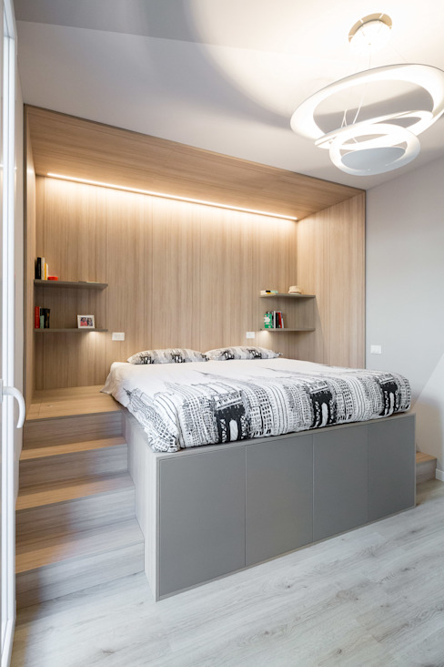 LETTO CONTENITORE: Camera da letto in stile  di Fratelli Bergo,