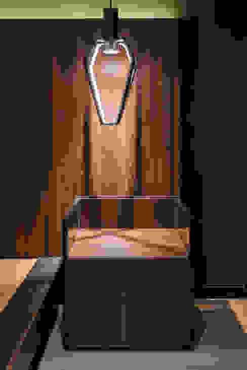 DESPUÉS / Detalle de iluminación en buró Dormitorios modernos de Maquiladora de Muebles Moderno