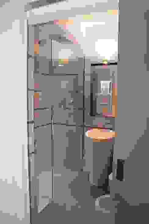 Un piccolo bagno Sabina Casol - Architetto Bagno moderno Alluminio / Zinco Metallizzato/Argento
