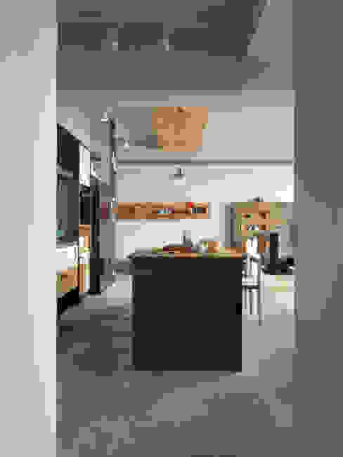 木耳生活藝術-室內設計/新竹・楊宅 現代廚房設計點子、靈感&圖片 根據 木耳生活藝術 現代風