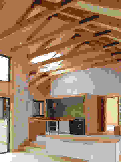 Estar y cocina ESTUDIOFES ARQUITECTOS Casas de campo Madera Acabado en madera
