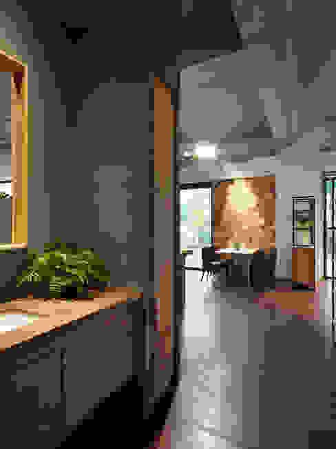 木耳生活藝術-商業空間/新竹・FAMILY PIZZA光復店 現代風玄關、走廊與階梯 根據 木耳生活藝術 現代風
