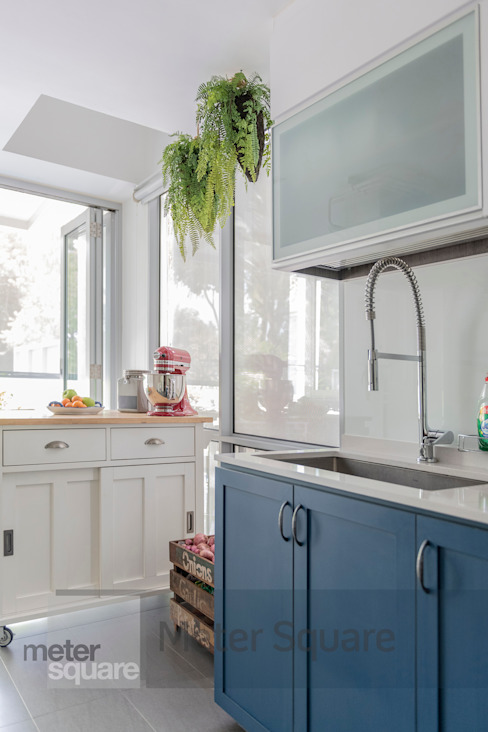 White Classic Meter Square Pte Ltd Built-in kitchens Wood Blue