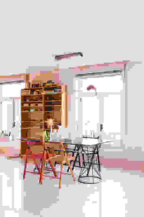 Loft en Madrid Michelle Vasconcelos Estudio Comedores de estilo minimalista