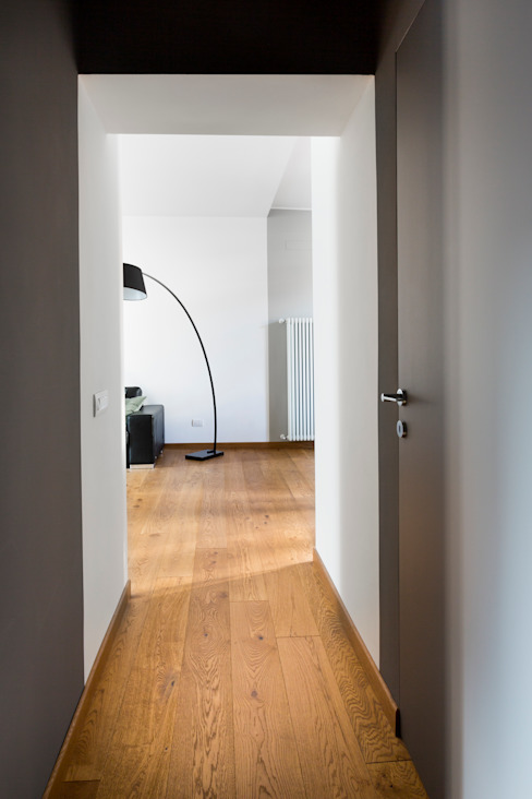Corridor and hallway by GruppoTre Architetti, Modern