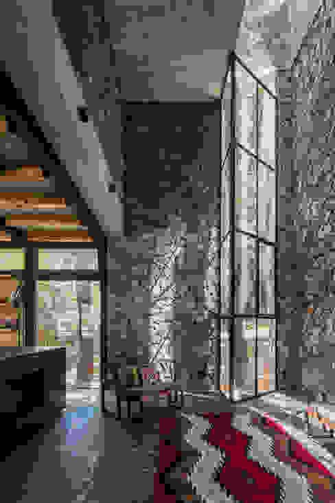 Sala Salones modernos de Saavedra Arquitectos Moderno Piedra