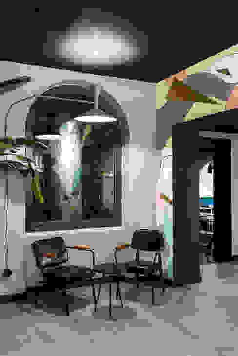 Pasillos y hall de entrada de estilo  por Grippo + Murzi Architetti,