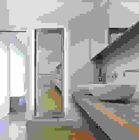 Spiegelheizkörper Magic mit modernem Rahmen RF Design GmbH Moderne Badezimmer