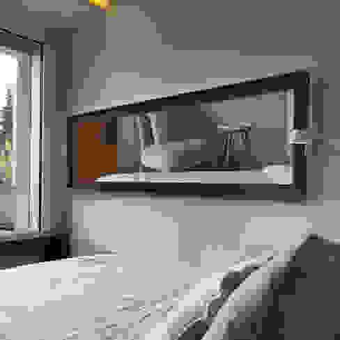 Magic Spiegelheizung in horizontal RF Design GmbH Moderner Flur, Diele & Treppenhaus