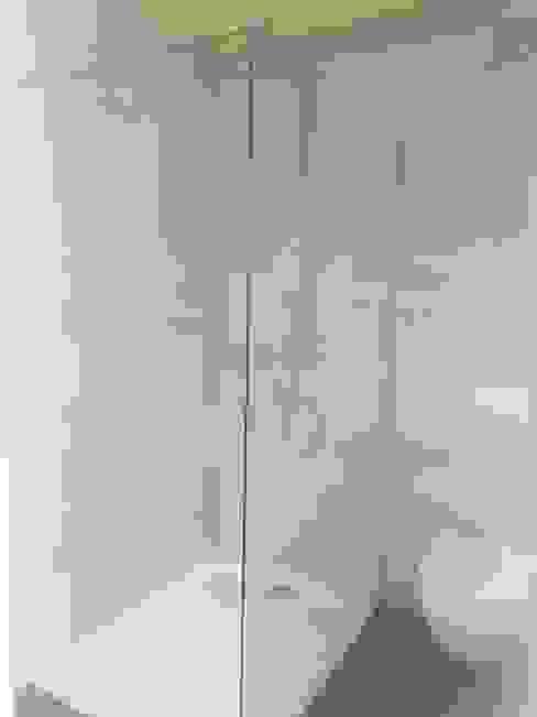 Dusche Moderne Badezimmer von WoodCube GmbH Modern Holz Holznachbildung