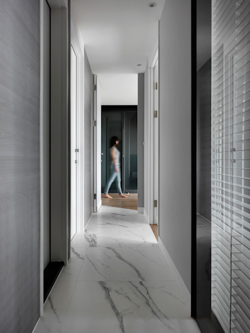 黑白融合 Black and white fusion 現代風玄關、走廊與階梯 根據 肯星室內設計 現代風