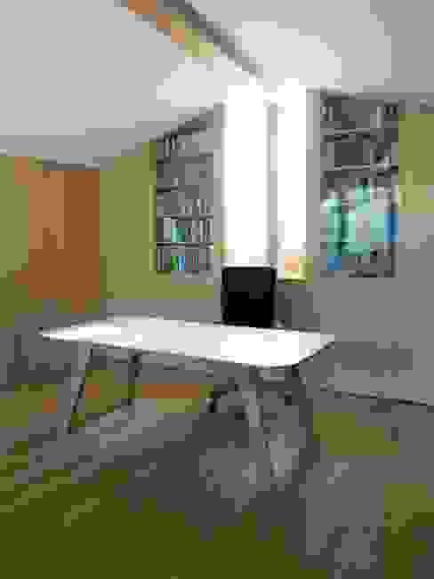 Atelier archipur Architekten aus Wien Moderne Arbeitszimmer Holz Mehrfarbig