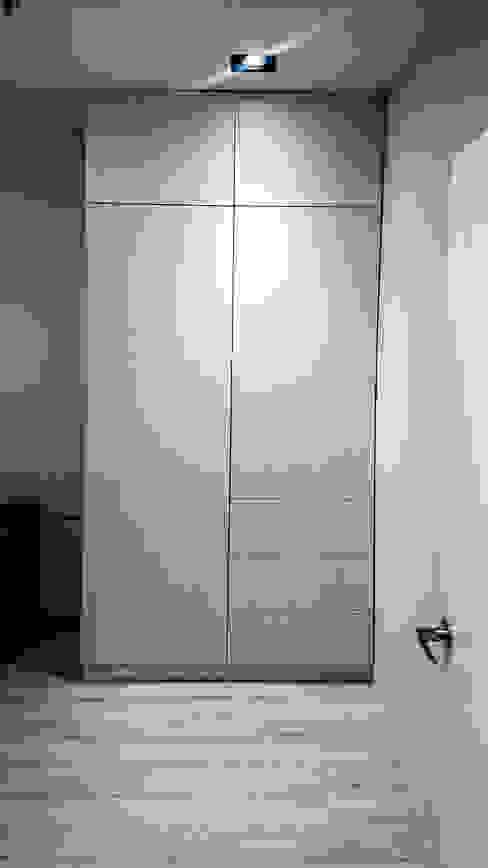 臥室櫃體配置:  臥室 by 大吉利室內裝修設計工程有限公司, 現代風