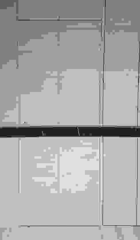 浴室隱藏風水設計:  浴室 by 大吉利室內裝修設計工程有限公司, 現代風
