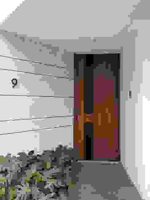 acceso principal Casas modernas de DE LEON PRO Moderno