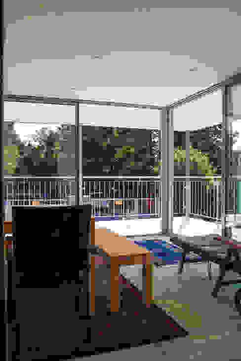 archipur Architekten aus Wien Modern conservatory Wood White