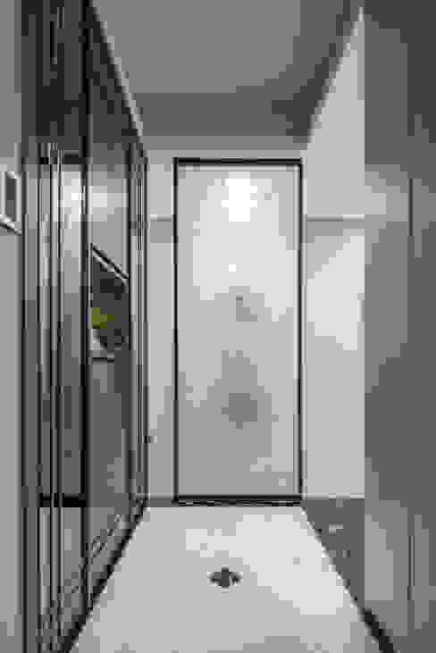 玄關 現代風玄關、走廊與階梯 根據 你你空間設計 現代風 玻璃