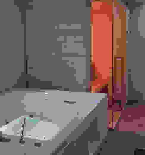 vasca idromassaggio e sauna di viemme61 Minimalista