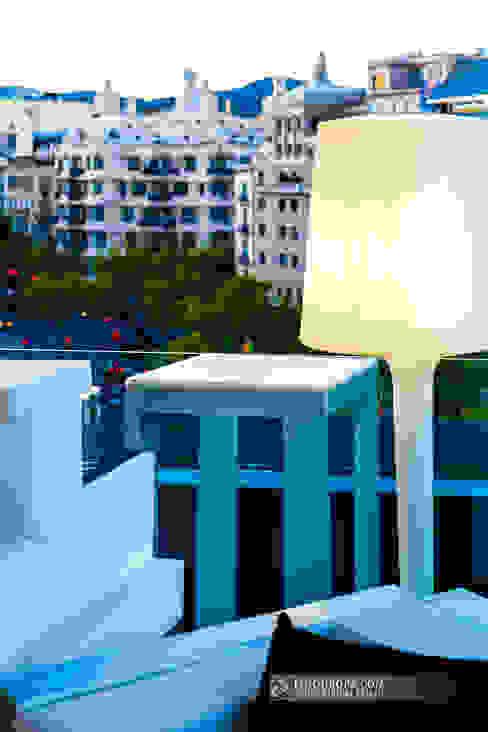 Terraza con vistas a una joya de Gaudí en pleno Eixample de Barcelona Hoteles de estilo moderno de Carlos Sánchez Pereyra | Artitecture Photo | Fotógrafo Moderno