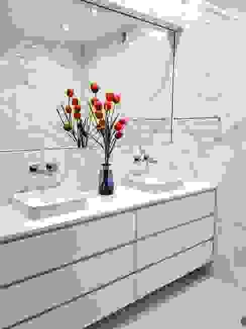 Remodelação de WC Espaço de Ideias Casas de banho modernas Azulejo Branco
